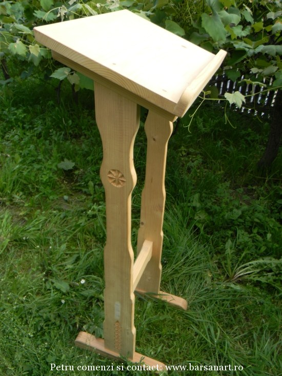 Analog sculptat din lemn de brad