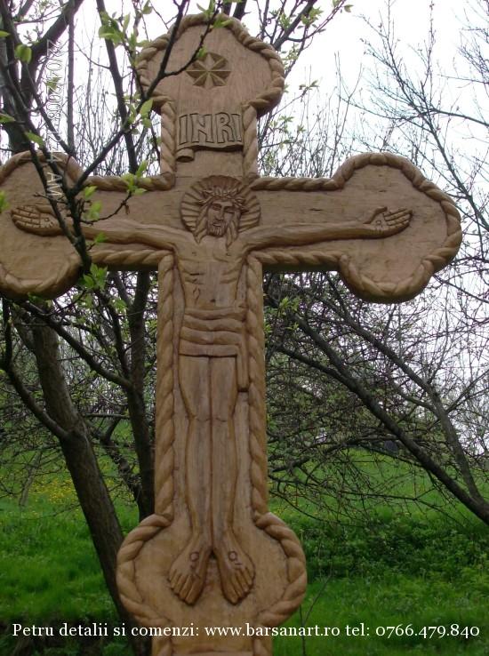 Cruce sculptata detaliu