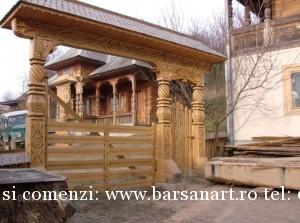Poarta Maramureseana sculptata in lemn Muzeu