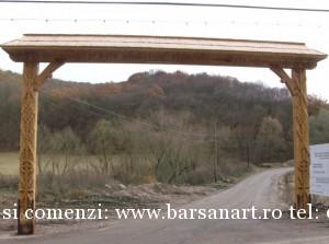 Poarta Maramureseana sculptata in lemn din Cluj