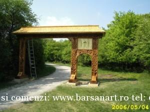 Poarta Maramureseana sculptata in lemn din Viena