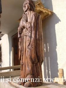 Statuie din lemn