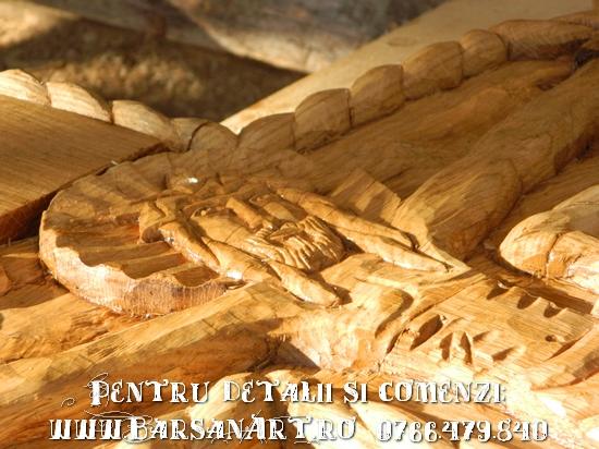 Cruce sculptata din lemn (in lucru)