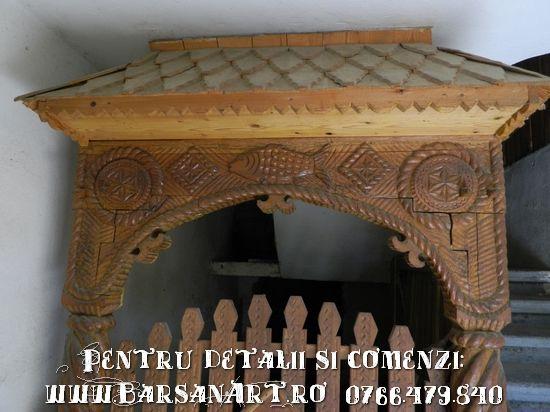 Poartita sculptata in lemn