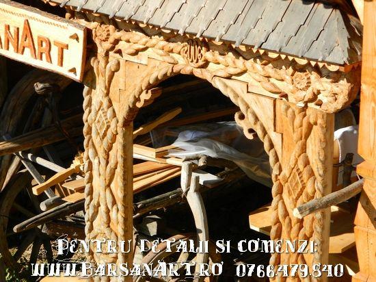 Portita din lemn acoperita cu sindrila