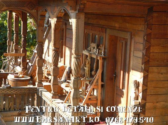 Pridvor sculptat cu obiecte sculptate