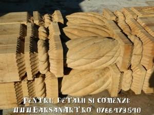 Stalpi din lemn sculptat
