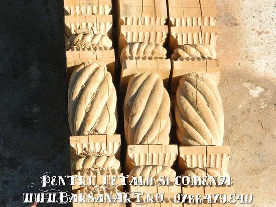 Stalpi sculptati din lemn