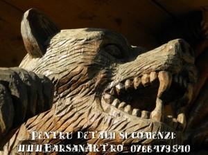 Statuie sculptata in lemn (urs)