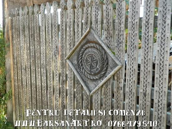 Usa de poarta din lemn
