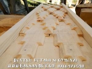 Acoperis pentru cruce cu sindrila din lemn