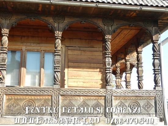 Balcon sculptat in lemn