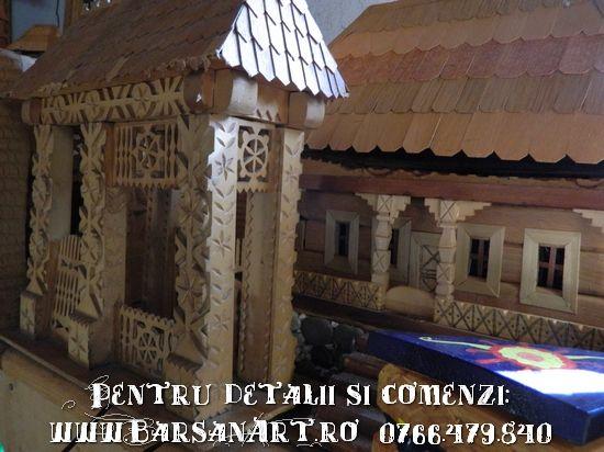 Casa si poarta din lemn in miniatura