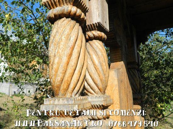 Coloana sculptata in lemn