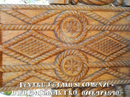 Detaliu sculptura in lemn