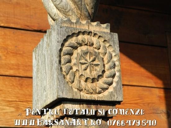 Detaliu stalp sculptat