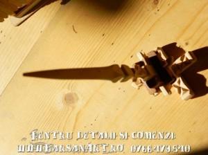 Fus din lemn sculptat