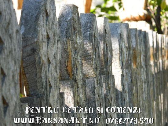 Gard din lemn sculptat