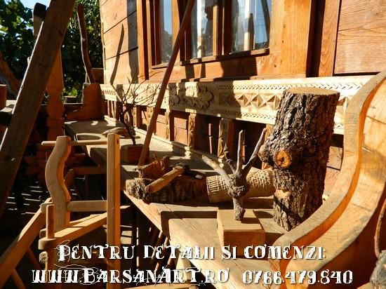 Lavita din lemn sculptata