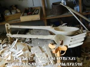 Lingura si furculita de lemn cu lant
